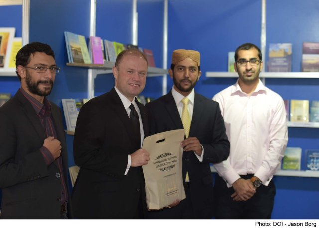prime-minister-visiting-ahmadiyya-book-stand